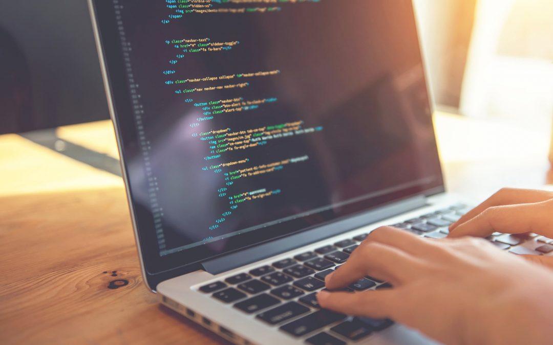Software Personalizzato: dal Contratto allo Sviluppo di Software su Misura
